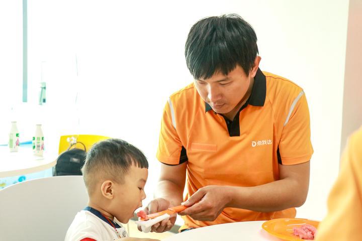 【钱江晚报】7成外卖小哥已经当爸爸了,57%给亲子关系打满分